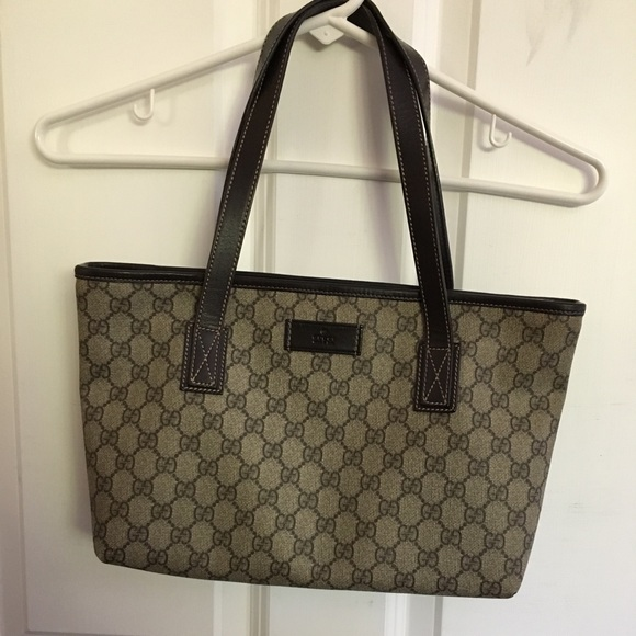 d1d2041bb421 Gucci Handbags - Authentic Gucci GG Canvas Small Tote